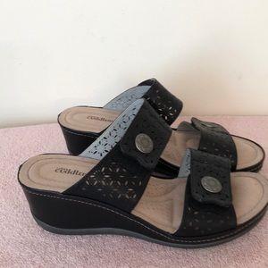 Cuddlers size 9 slip on sandals 2 1/2 inch heel